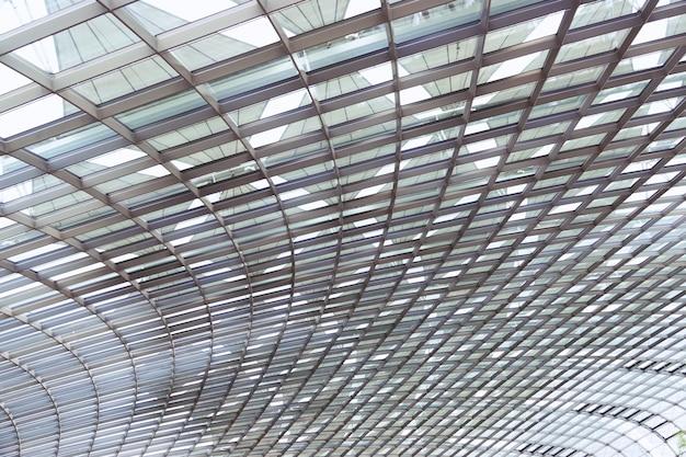 Edificio moderno abstracto en el cierre de singapur para arriba