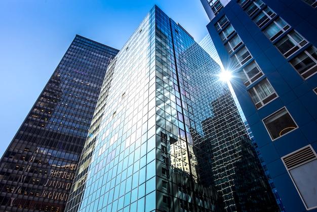 Edificio moderno en nueva york, ee.uu.
