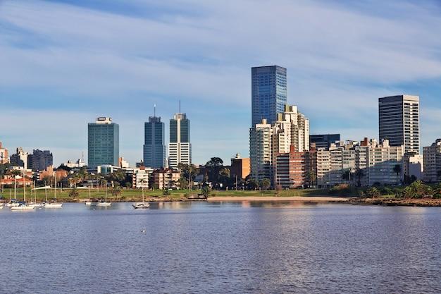 El edificio en montevideo, uruguay.