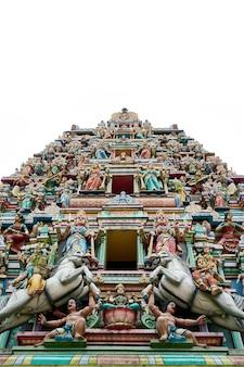 Edificio con muchas esculturas en su fachada