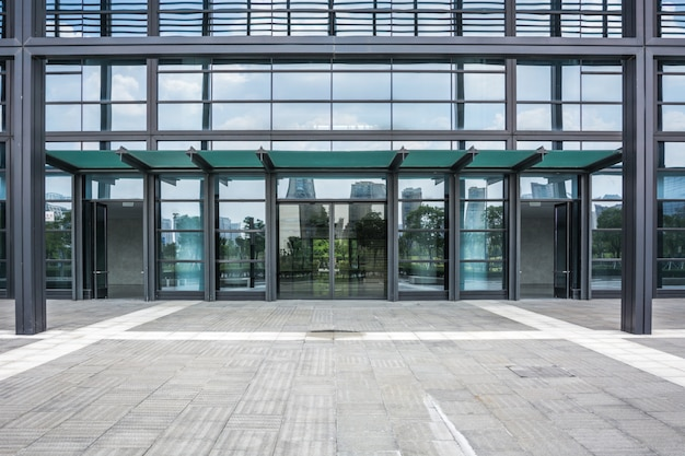 El edificio de negocios de la ciudad moderna