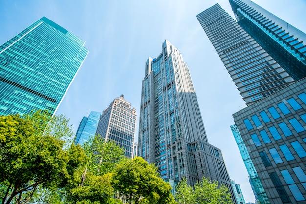 Edificio de oficinas de arquitectura contemporánea, paisaje urbano.