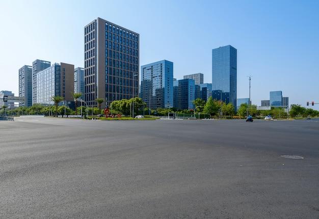 Edificio de oficinas de autopista y centro financiero en ningbo, china