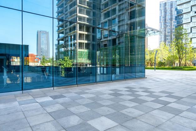 Edificio de oficinas del centro comercial Foto Premium