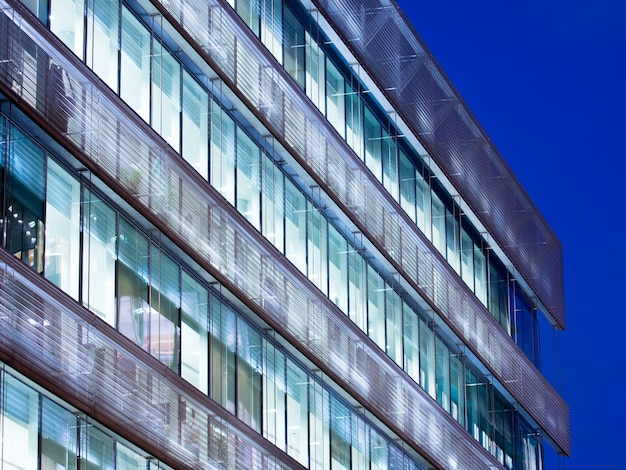 Edificio de oficinas de londres rascacielos, trabajo y reunión