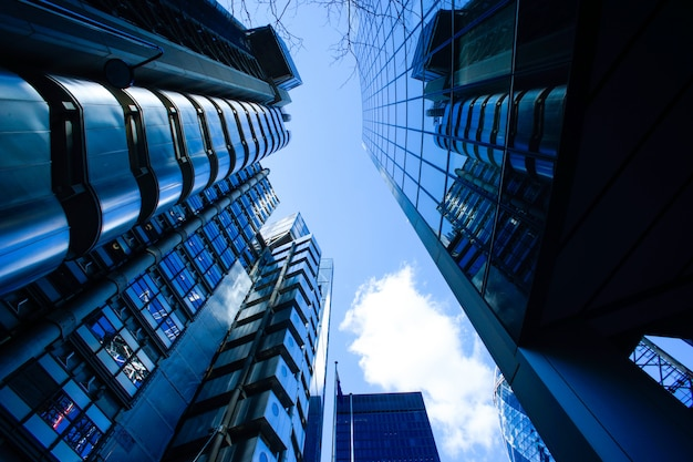 Edificio de oficinas de negocios abstractos en londres