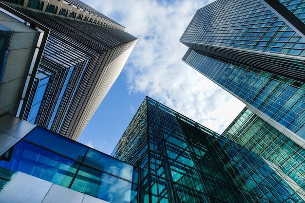 Edificio de oficinas y rascacielos en canary wharf, londres, inglaterra