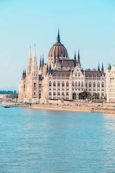 Edificio del parlamento en budapest, hungría
