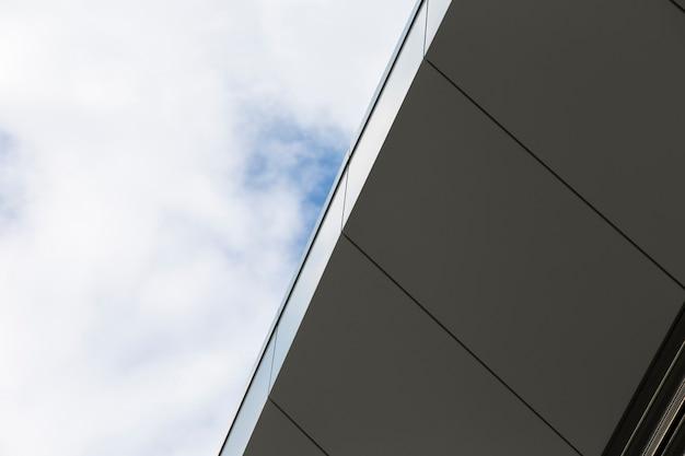 Edificio de primer plano con superficie limpia