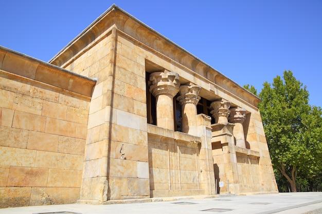 Edificio principal del antiguo templo egipcio de debod en madrid, españa