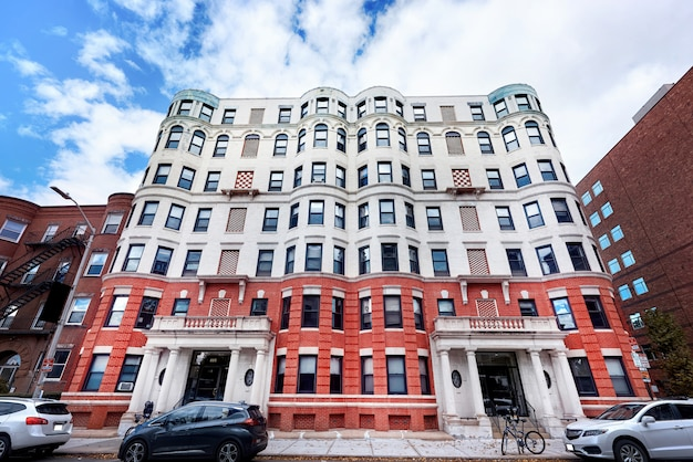Edificio residencial envejecido en ee. uu.