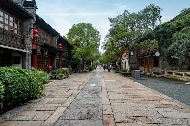 Edificios y calles de la ciudad antigua en nanjing, china