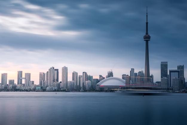 Edificios de la ciudad de toronto y horizonte, canadá