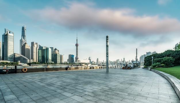 Edificios modernos y horizonte de la ciudad en shanghai china