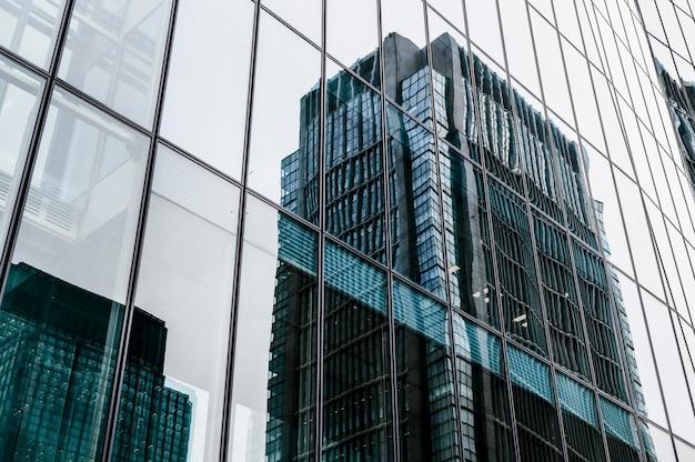 Edificios de oficinas modernos rascacielos en la ciudad