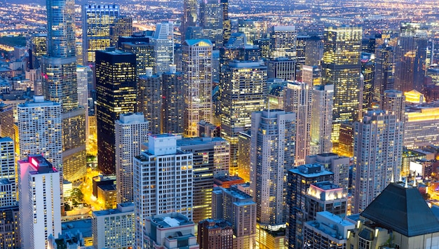 Edificios rascacielos, vista nocturna