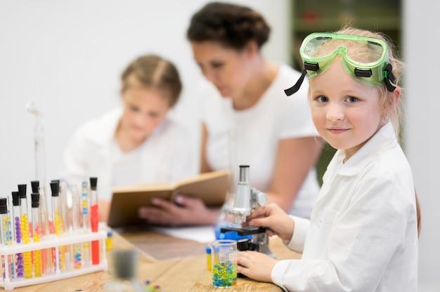 Educación científica para niñas.