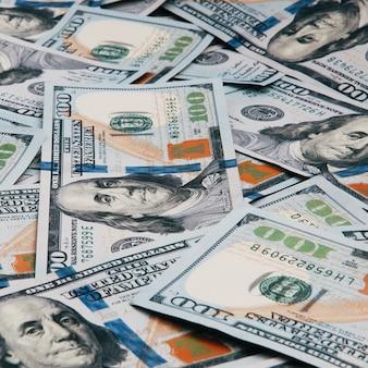 Efectivo de cientos billetes de dólar, imagen de fondo del dólar. un montón de cien billetes estadounidenses.