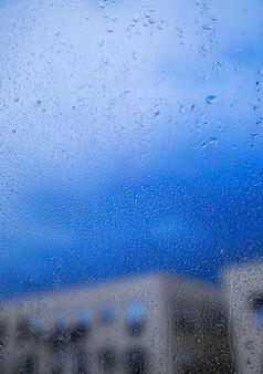 Efecto de lluvia sobre fondo urbano