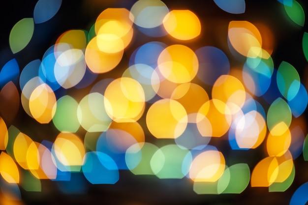 Efecto de luces bokeh defocused en ciudad de noche