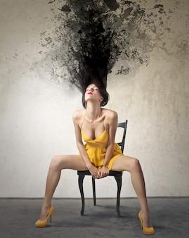Efecto de salpicadura con una mujer joven.