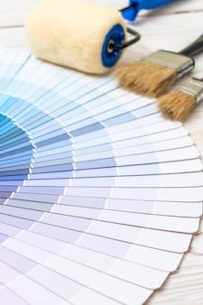 Ejemplo de catálogo de colores pantone o libro de muestras de color.