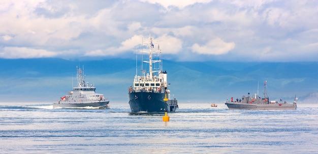 Ejercicios militares navales en el océano pacífico.