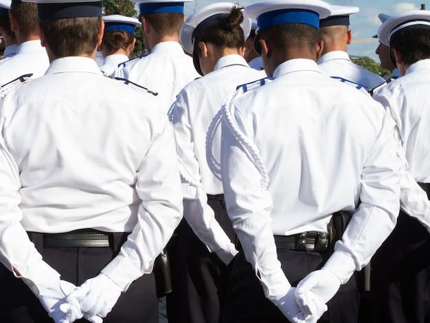 El ejército practica su desfile durante el día de la república.