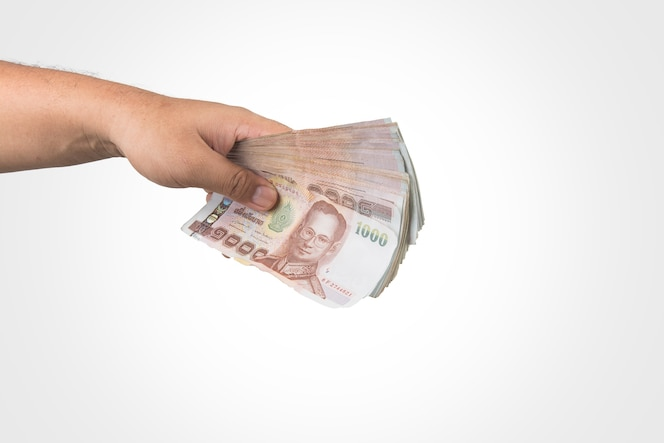 El dinero de tailandia en la mano