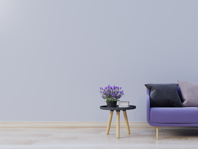 El interior de la sala de estar con sofá morado tiene flores en la mesa