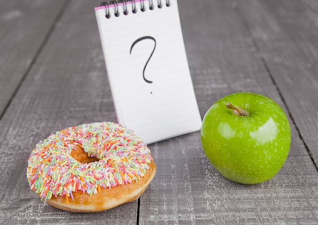 Elecciones entre donut y manzana