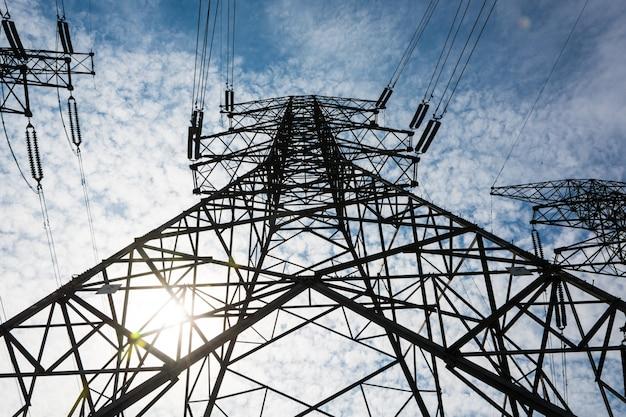 Electricidad, alto, voltaje, poste, cielo