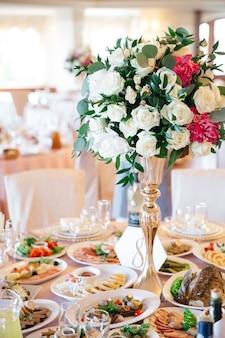 Elegante decoración de mesa para bodas