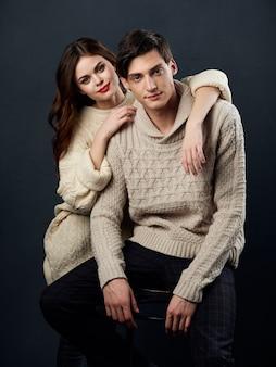 Elegante joven pareja hombre y mujer, relaciones sexuales, pareja de modelos ,.