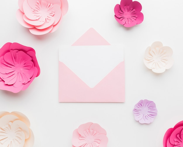 Elegante marco de adorno de papel floral