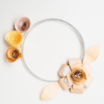 Elegante marco de flores de papel