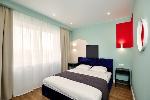 Elegante y moderno dormitorio interior. escandinavo