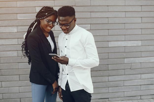 Elegante pareja negra