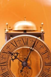 Elegante reloj antiguo