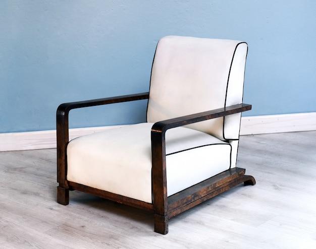 Elegante silla art deco blanca