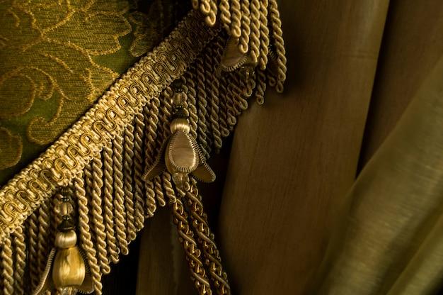 Elegante tela vintage con flecos.