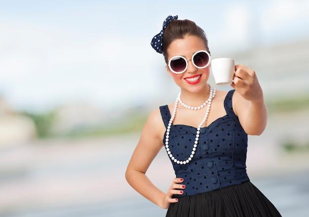 Elegante vestido atractivo de la manera gafas de sol