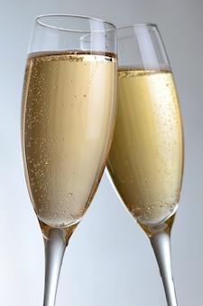 Elegantes copas de champán