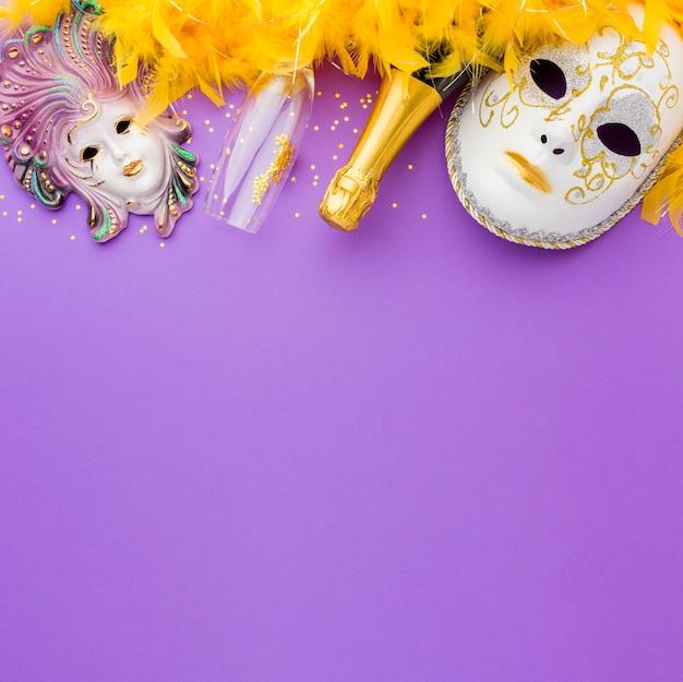 Elegantes máscaras de carnaval con plumas.