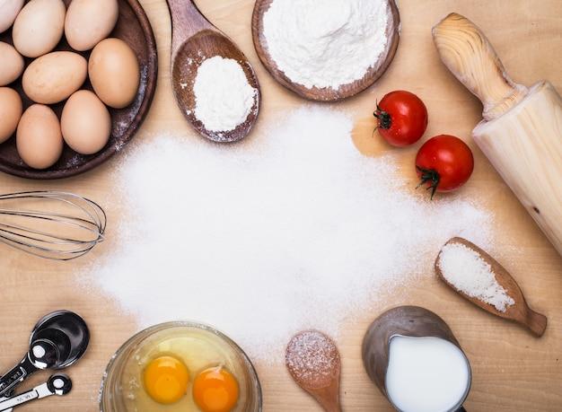 Elementos de cocinar en la cocina