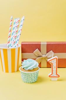 Elementos cumpleaños vista frontal