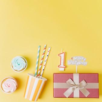 Elementos cumpleaños vista superior