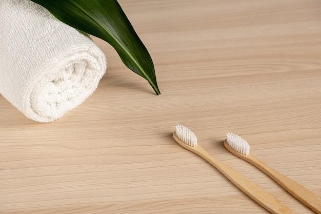 Elementos esenciales sin plástico, cuidado de los dientes.