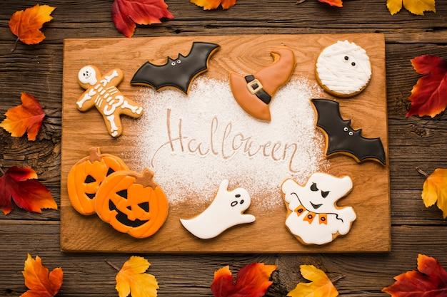 Elementos de halloween en tablero de madera