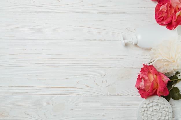 Elementos naturales de spa con flores